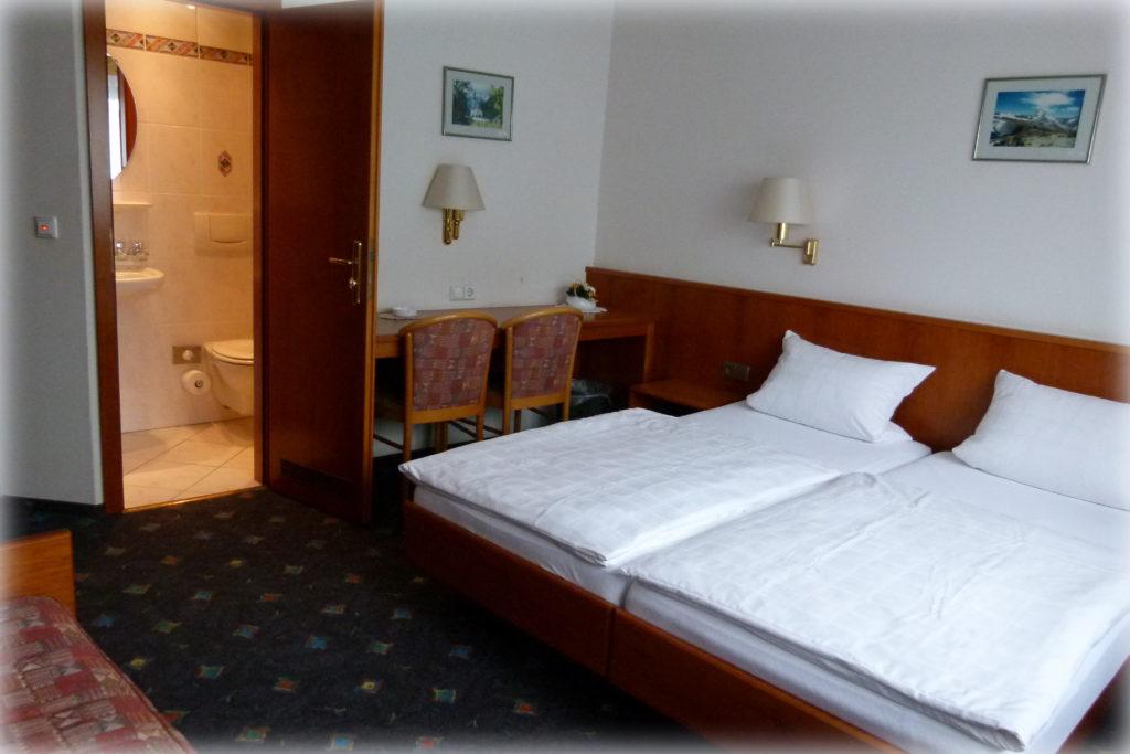 Bild: Doppelzimmer - Pension Dutzi Oberhausen-Rheinhausen